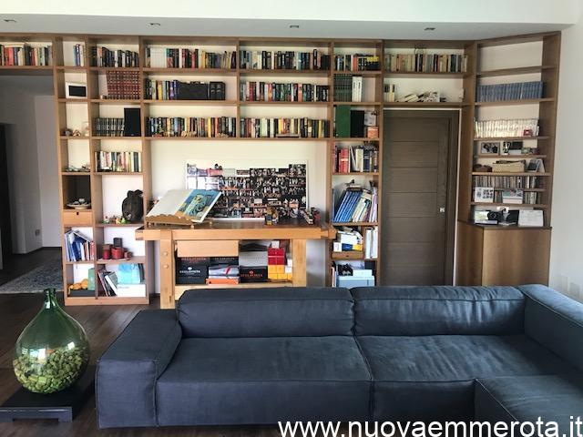 Libreria in legno di noce nazionale