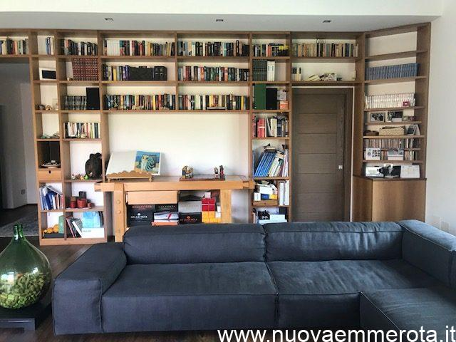 Libreria moderna in noce nazionale