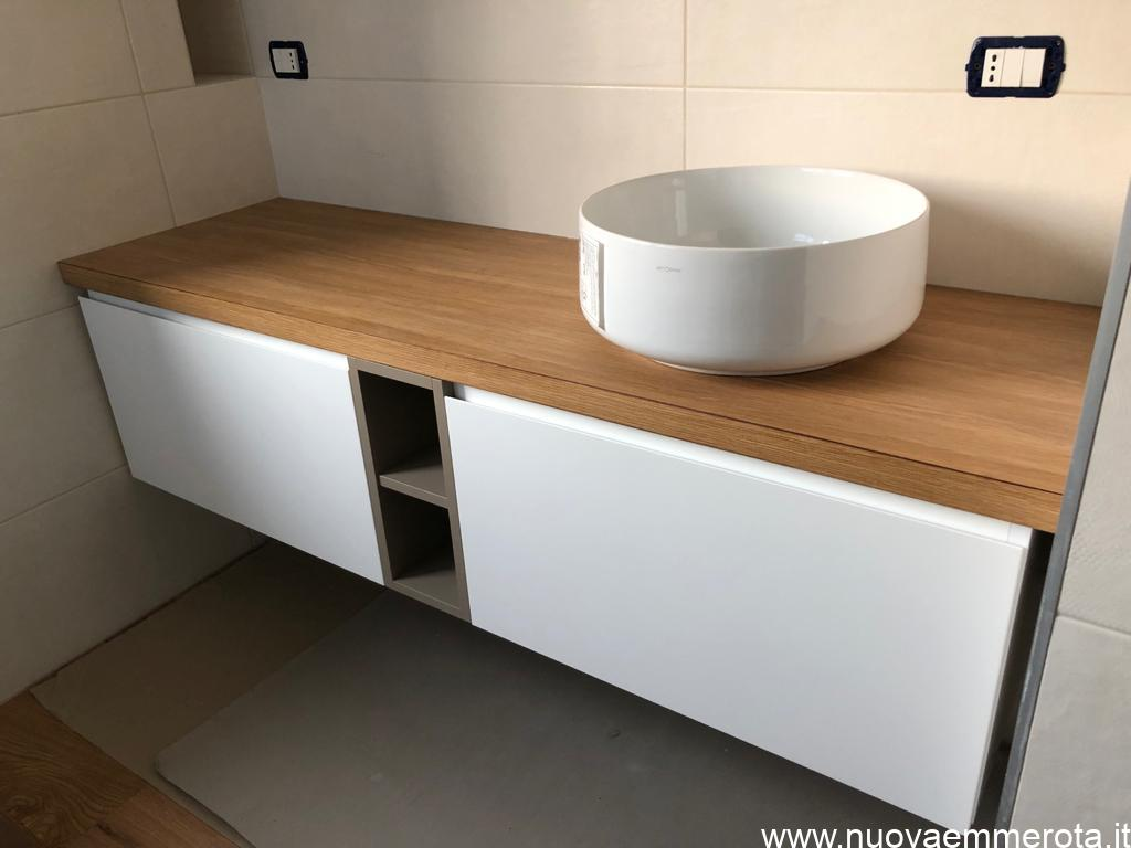Mobile bagno con lavello in appoggio