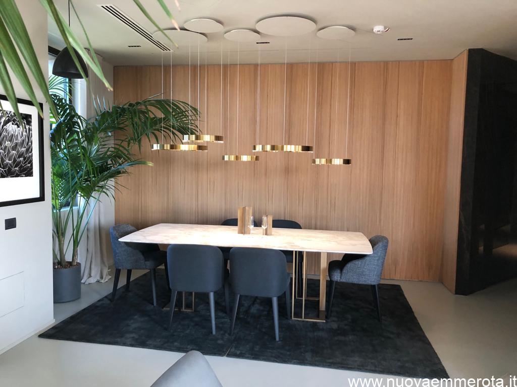 Boiserie in legno di rovere verniciato in naturmatt per ufficio