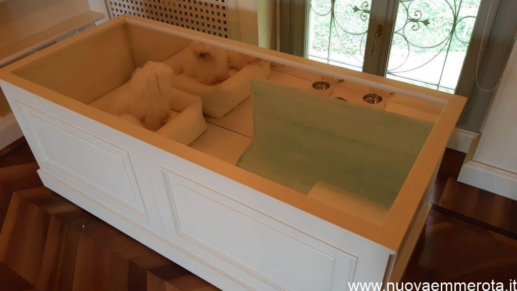 Cuccia in legno su misura