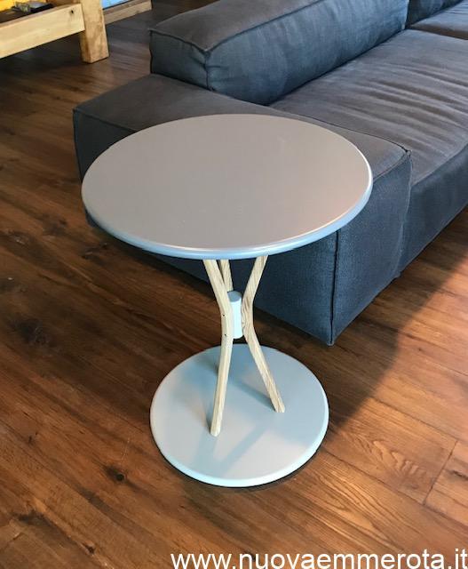 Tavolino da caffè con doppia base rotonda.