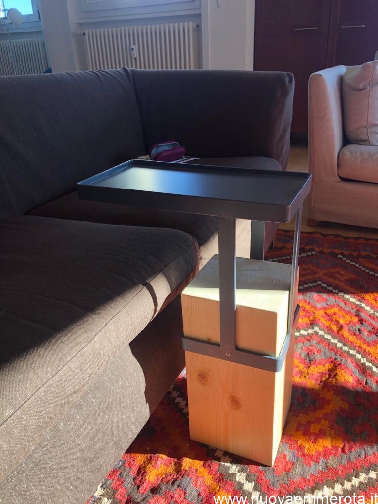 Tavolino in legno e metallo