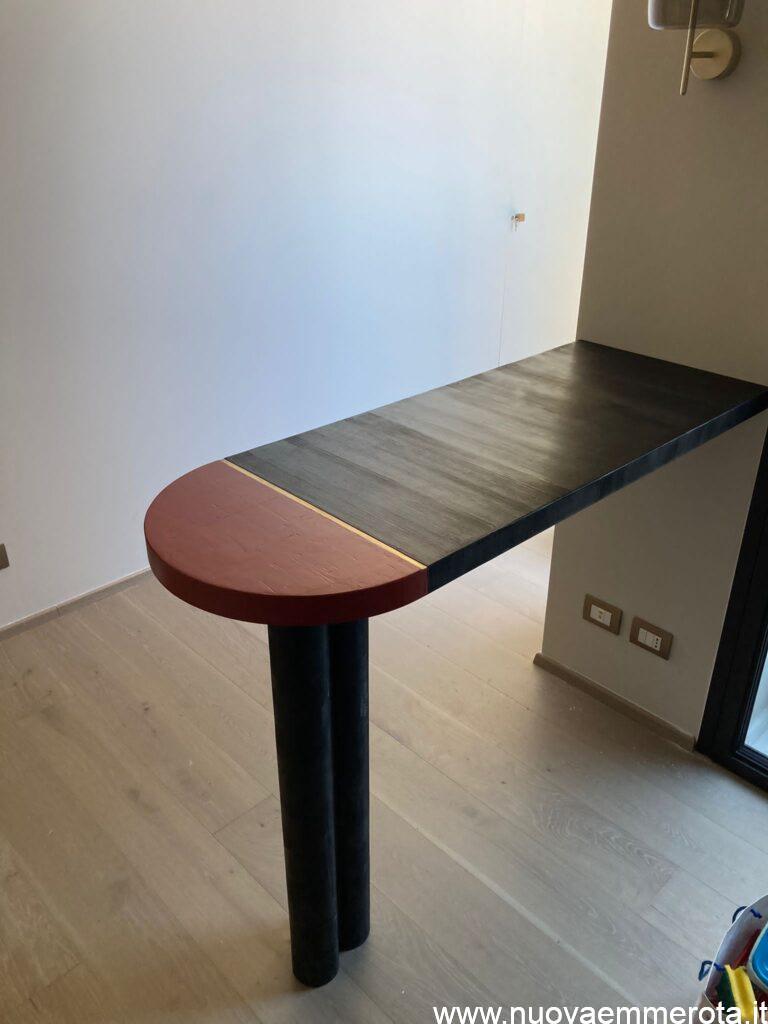 Tavolo di design con tecnica del 700.